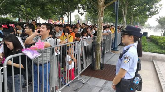 中秋小长假沪上景区迎客流高峰 共接待游客130万人次