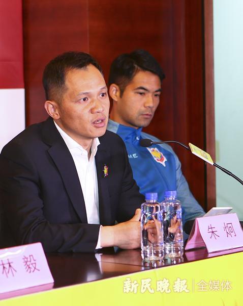 图说:球队战绩不佳,主帅朱炯也是有心无力 资料图 新民晚报记者 李铭珅 摄