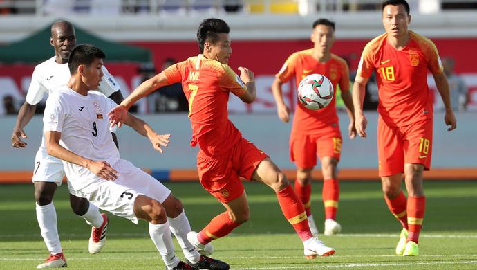 亚洲杯首战国足拼出开门红 需预防习惯性高开低走