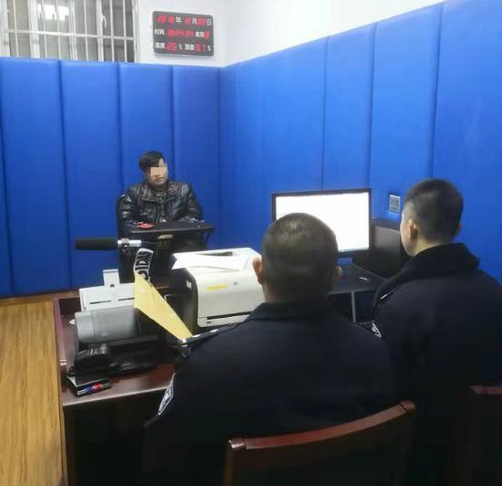 申城警方对炸街族首次开出罚单 当事人涉7次违法行为