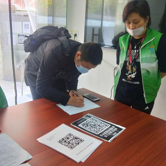 上海为返沪人员送暖心服务 发温馨提示邀请心理咨询师