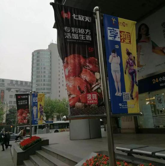 图说:寿宁路附近的龙虾店。方翔 摄
