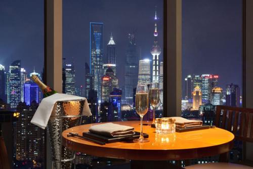跨省团队游重启满月 上海酒店平