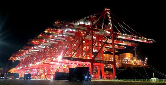 本届进博会最大展品龙门机床昨晚运抵上海 总重86.7吨