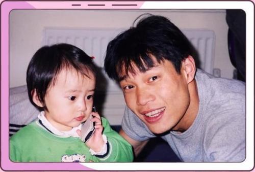 范志毅与女儿范斯晶。来源:视频截图