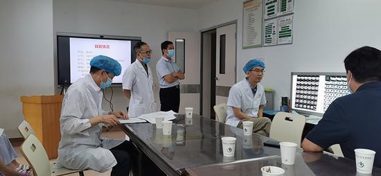 沪3名专家奔赴贵州 指导安顺大巴车坠江事故伤员救治工作