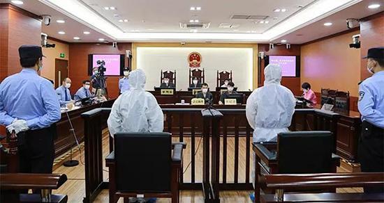 两男子在长江口9次电捕鱼近5千斤 获刑并判赔7.5万元