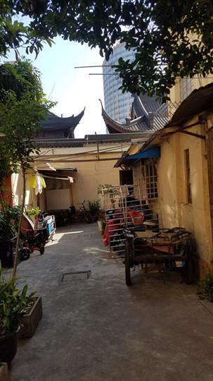 图说:需要改造的老旧房子 普陀区供图