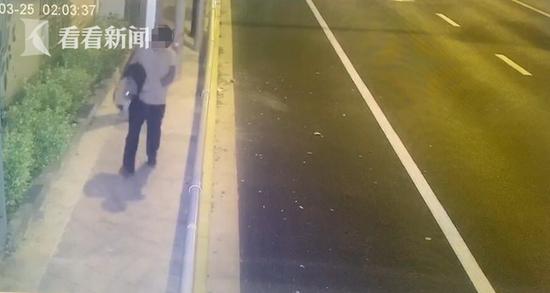 男子深夜抱走早餐店收银机 窃得300元被闵行警方抓获