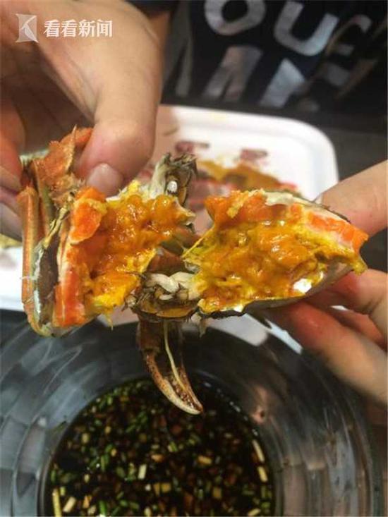 市场上仍有大量大闸蟹在售 四两半蟹仅卖三十多元
