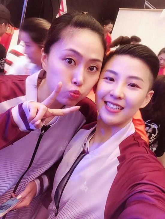 马蕴雯(左)和张磊