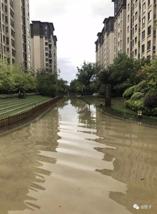 (居民们对暴雨积水的记录)