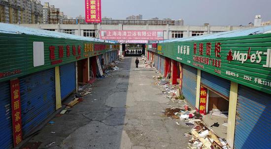 虹口广粤路家居建材批发市场关闭 1.2万㎡违法建筑开拆
