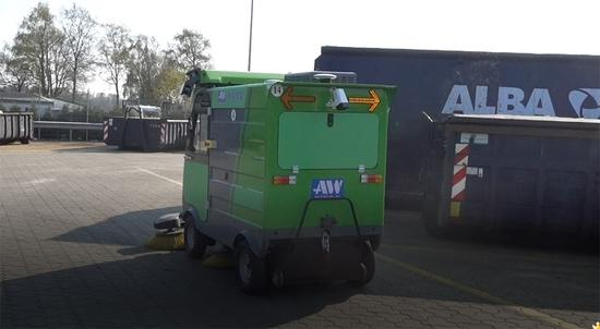 自动驾驶清扫车在德国威廉港的工作场景