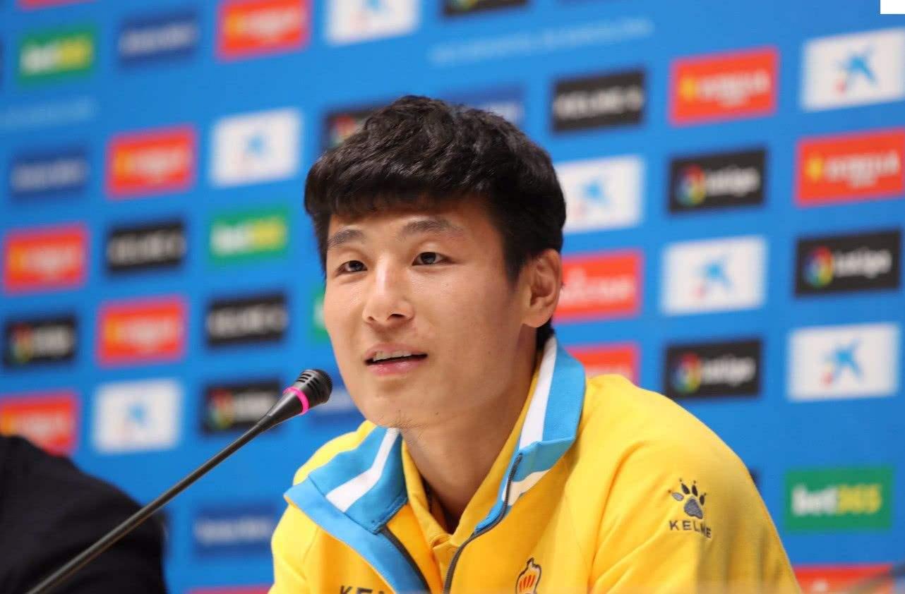 武磊正式亮相西班牙人 球技和情商获广泛认可