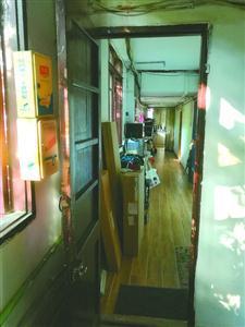 永嘉路525号民宿藏在1号楼二层。