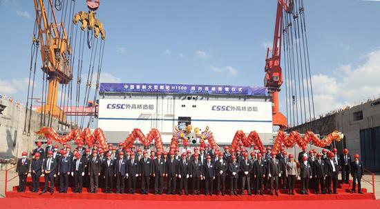 中国首制大型邮轮转入坞内连续搭载总装 2023年完工交付