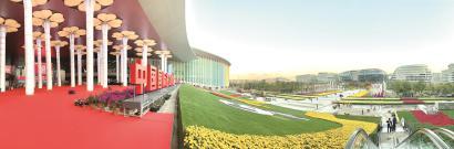 第二届中国国际进口博览会主会场国家会展中心(上海)内外已完成准备工作,迎接各方来客。本报记者 袁婧摄