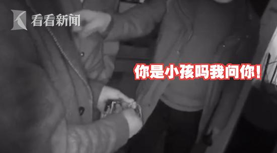 上海崇明一大叔趁邻居搬家偷走项链 辩称:看小孩都在玩
