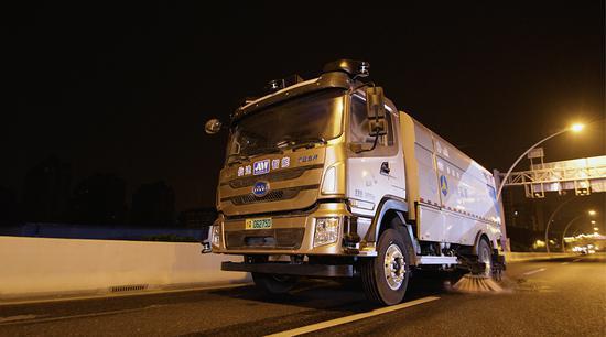 无人驾驶清扫车已于今年6月份在中环浦西段投用。 受访者 供图