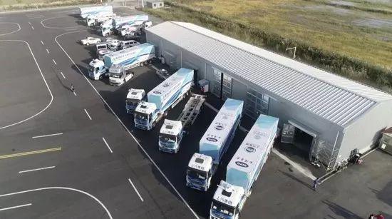 洋山港智能重卡车队