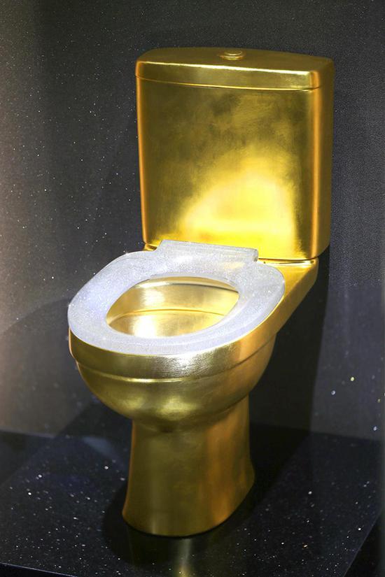 CORONET冠玲珑钻石黄金马桶。品牌方供图
