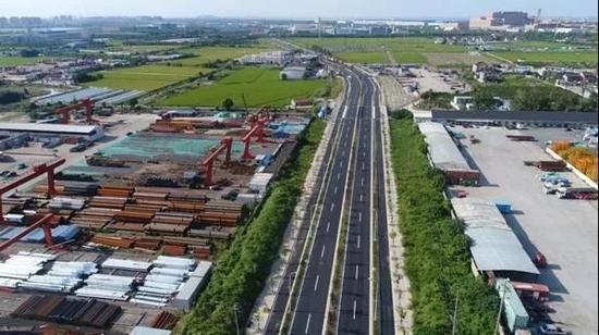 上述路段于2018年10月已开放交通,以此为即将到来的中国国际进口博览会献礼。