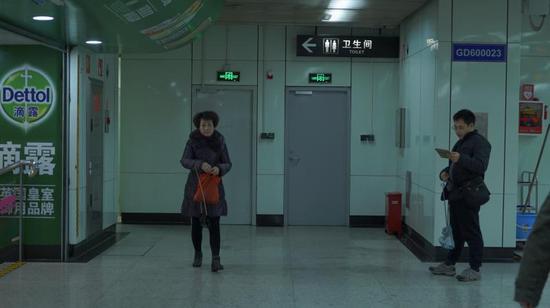 沪上部分公厕导向标识不醒目 人性化程度待加强
