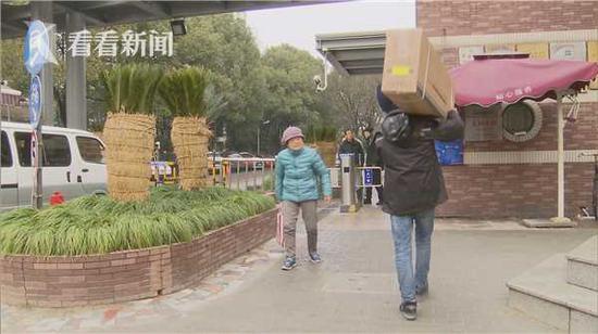 三轮快递车被禁入小区引争议:居民取件来回要走1公里-快递新闻网