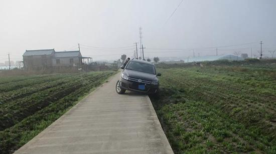 醉酒女子凌晨醒来把车开农田 报警求助被刑拘将被吊证