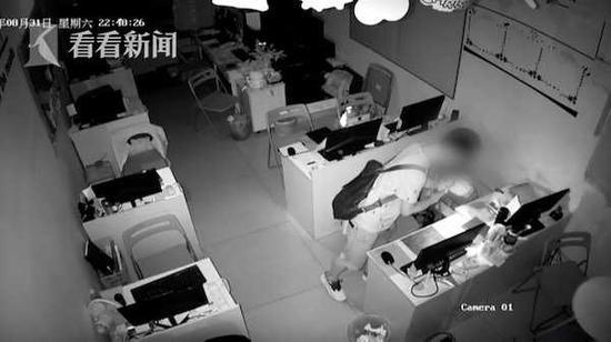 男子发现门没锁入室盗窃 返回想删监控不会操作被逮捕