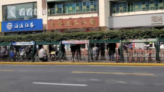 网红餐厅前市民排长队 派出所约谈餐厅负责人要求整改