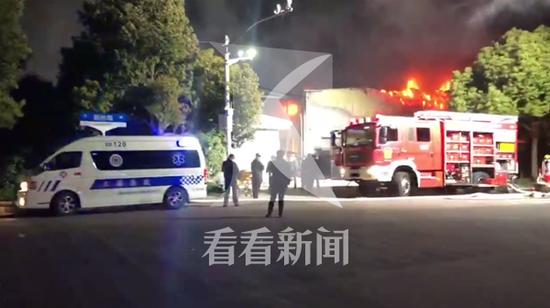 青浦新协路一冷链仓库起火 事故造成2人死亡2人受伤