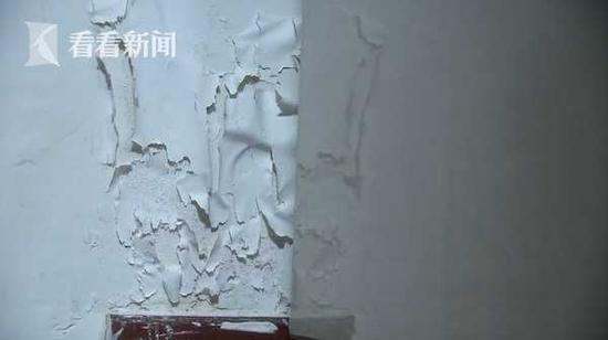 杨浦区一民宅地下室积水竟深1米 居民:像住在渔船上
