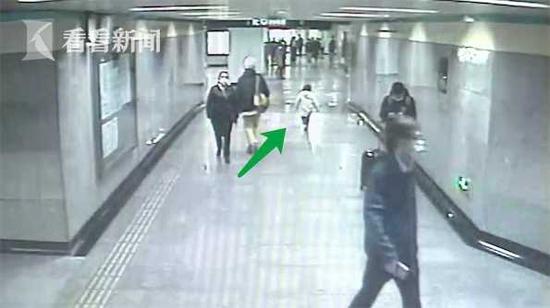 4岁男孩和奶奶走散 淡定到地铁站求助