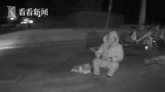 七旬老太迷路后暴走12公里 凌晨两点民警助其找到家人