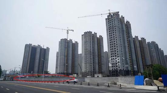 围墙内即为学校位置,徐汇新闻宣传中心朱亮摄