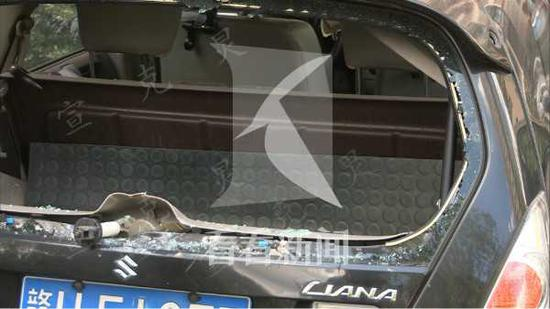 宁武路一民宅疑发生燃气爆燃 多辆轿车被飞溅玻璃砸坏