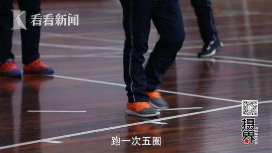 视频:少年刷新交互绳30秒吉尼斯纪录 单脚136次