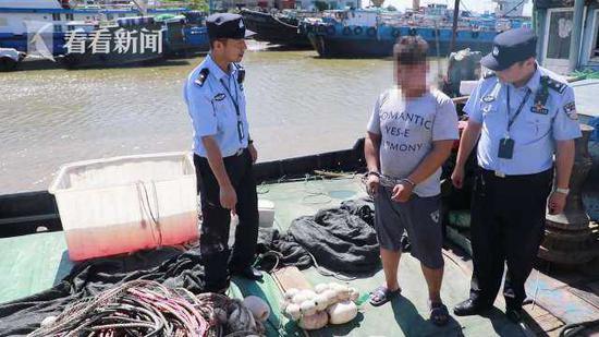 4人电捕鱼被抓电压高达220伏 警方查获捕捞物600余斤