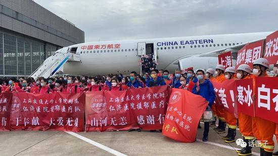 钟鸣和第八批医疗队员返沪 市六医院51名队员坚守雷神山