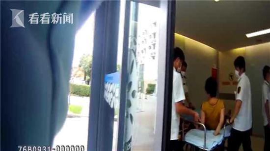 女子高速驾驶突发手脚麻木 急停路边求助民警