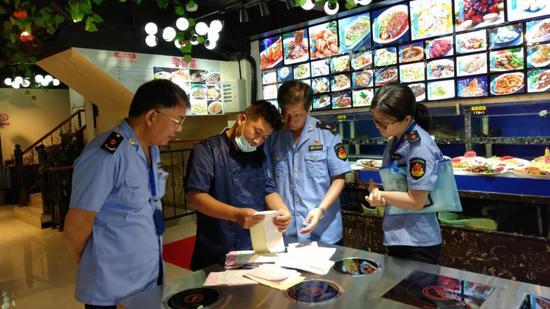 上海部分餐厅、网店称卖长江刀鱼、鮰鱼等 被依法曝光