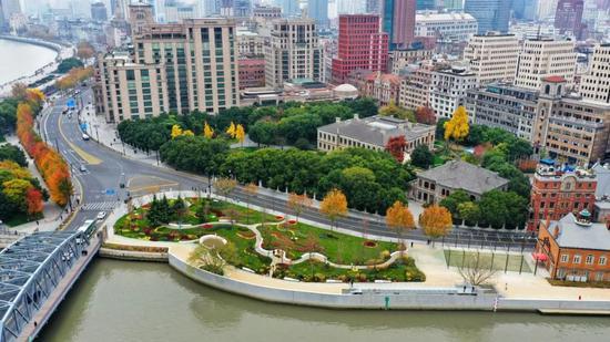 苏州河黄浦江口滨江一带,作为苏河绿道和滨江绿道的连接点的最美花园面积达3000平方米