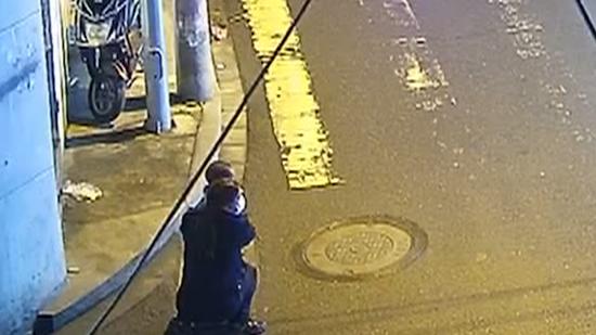 3岁男童夜晚流浪街头找聋哑妈妈 民警提醒:可短信报警