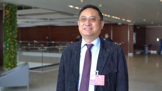 上海市人大代表、复旦大学附属中山医院副院长周俭 新华社记者王翔摄