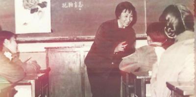 于漪给学生们上课。对于教育,她有着热忱的追求。