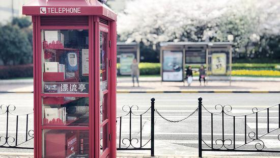 六座悦读亭亮相上海街头 市民可参与小型图书漂流活动