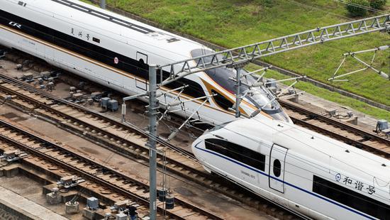 京沪高铁遭彩钢板撞击发生故障 多车晚点逾6小时