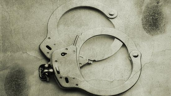 出租车司机帮包车女乘客买硫酸 助其杀害亲夫被批捕